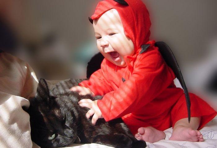 кошка плюс ребенок